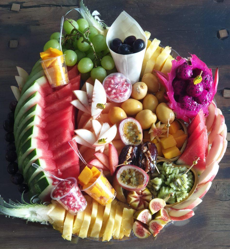 הזמנת מגשי פירות לאירוח ולאירועים