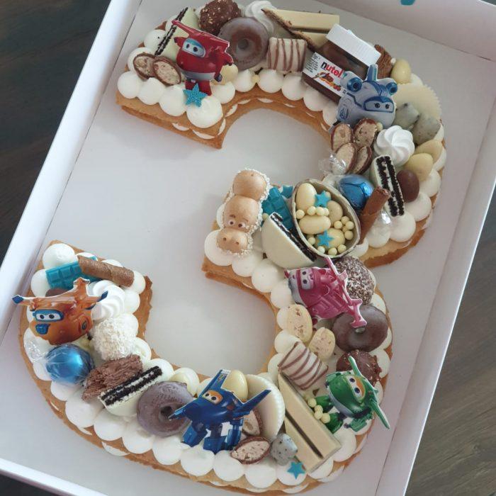 הזמנת עוגה בצורת מספר עם משלוח עד הבית