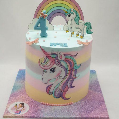 עוגה מעוצבת בצורת חד קרן